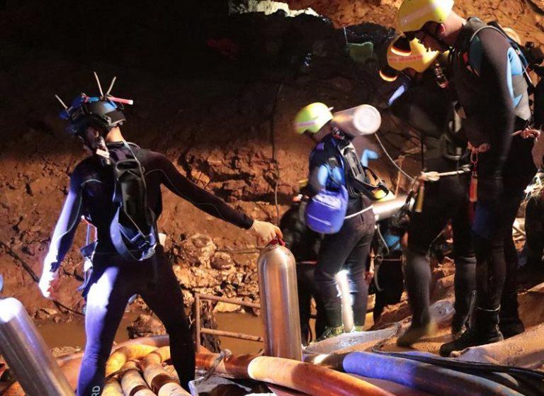 Mergulhadores de caverna