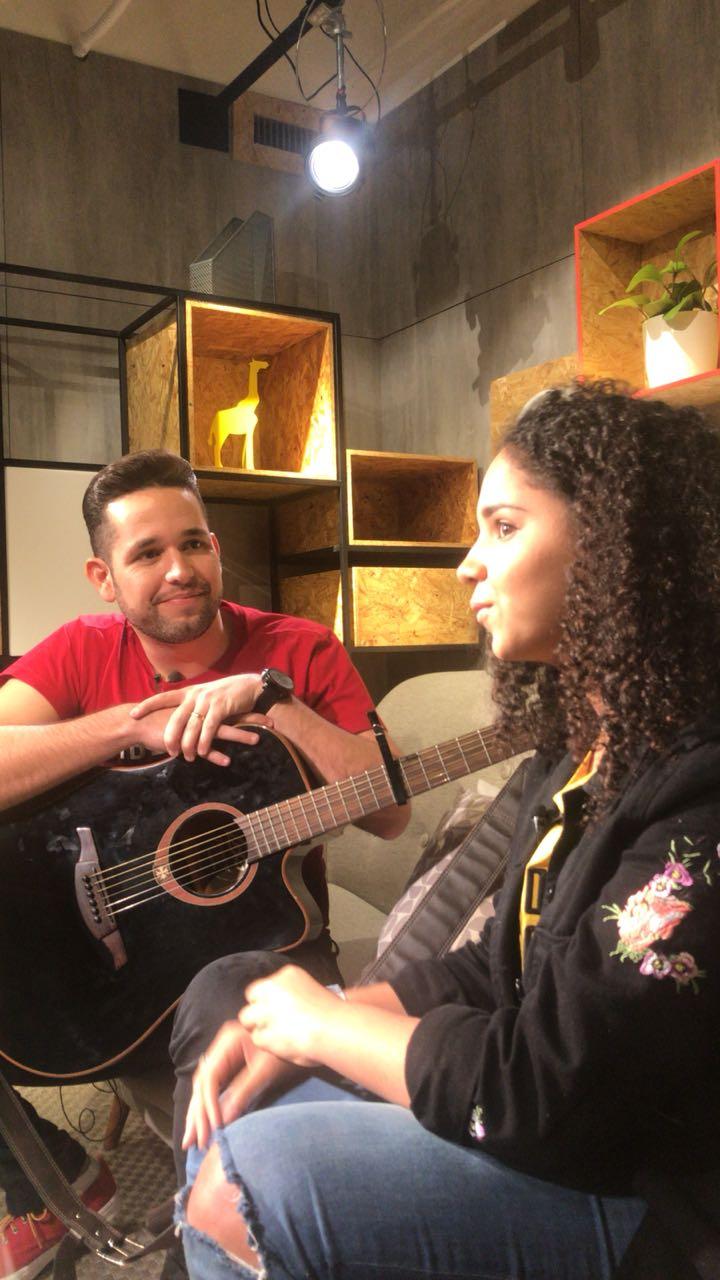 Pr. Lucas grava com Sarah Beatriz no YouTube Space