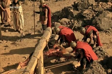 Novela Jesus mostrou a crucificação na estreia