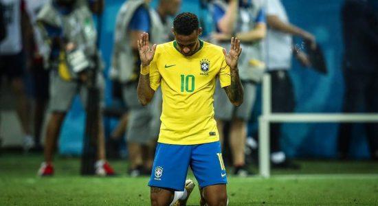 Em campo, Neymar já agradeceu a Deus diversas vezes