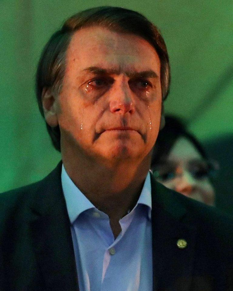 Jair Bolsonaro se emociona ao ter seu nome anunciado como candidato do PSL à Presidência da República