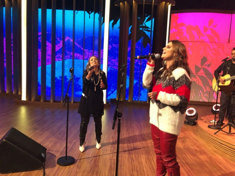 Bruna Karla e Aline Barros gravam o programa Conversa com Bial