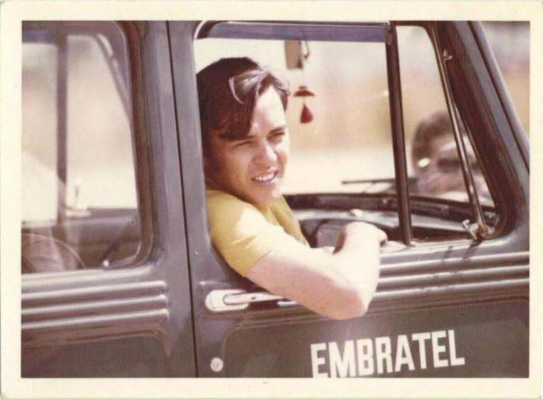 Em 1967, Arolde foi convidado para chefiar o Departamento de Operações da EMBRATEL a fim de realizar a integração nacional das telecomunicações