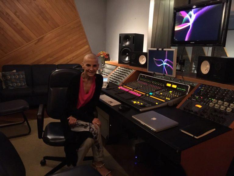 Apesar do câncer no pulmão, Ludmila está podendo cantar