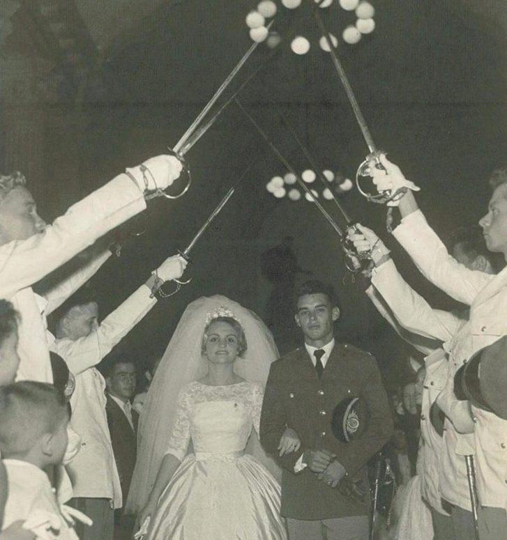 Em dezembro de 1960, Arolde e Yvelise se casam na igreja Santa Margarida Maria, na Lagoa, cidade do Rio de Janeiro