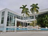 Conheça a mansão que Xuxa quer vender por R$ 20 milhões