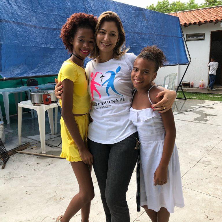 Michelle de Paula Bolsonaro participa de ação social
