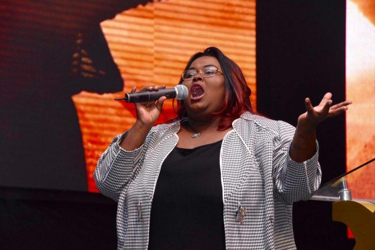 A voz potente da cantora e pastora é conhecida em quase todo o Brasil