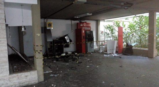 Criminosos explodiram caixas eletrônicos na UFRJ