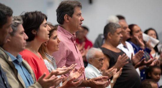 Fernando Haddad e sua vice, Manuela DÁvila em missa