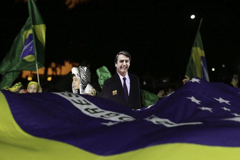 Eleitores comemoram eleição de Bolsonaro