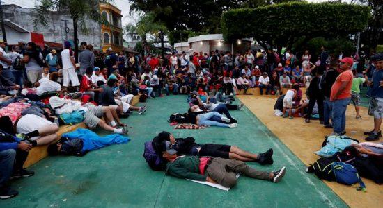 Caravana de imigrantes chega ao México e pede refúgio