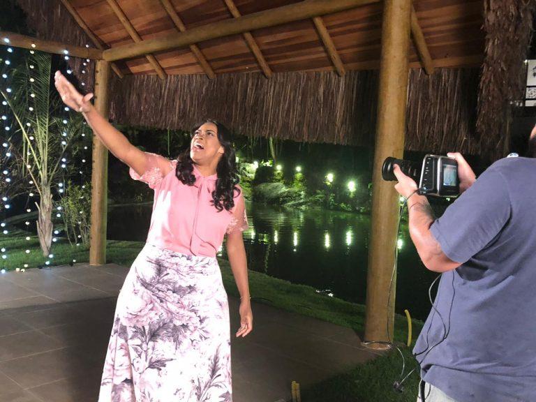 Elaine Martins grava clipe da canção Vasos Quebrados com participação de Wilian Nascimento