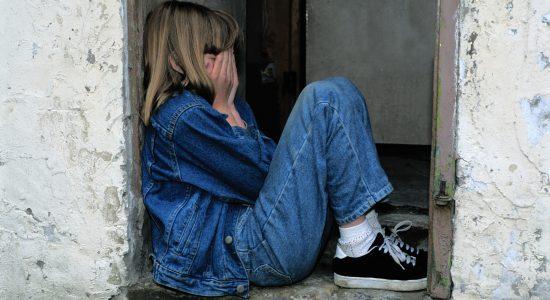 Menina foi abusada pelo padrasto durante 1 ano