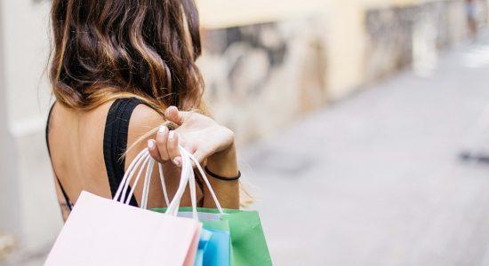 Tanto lojas físicas quanto online oferecem descontos