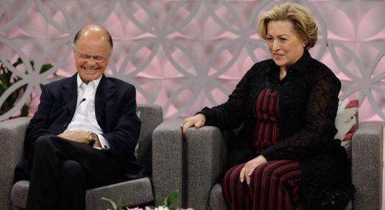 Bispo Edir Macedo e a esposa, Ester, participam do programa Love School
