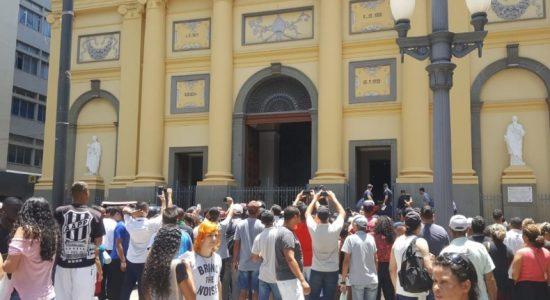 Catedral onde ocorreu o tiroteio