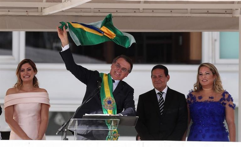 Jair Bolsonaro discursa no parlatório