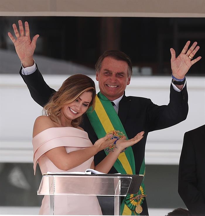 Michelle Bolsonaro faz aniversário e completa 39 anos