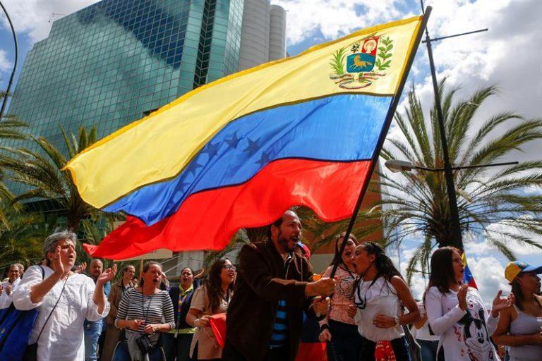 Crise na Venezuela se agravou após Maduro recusar ajuda humanitária