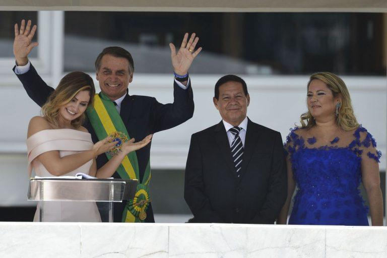 A primeira-dama, Michelle Bolsonaro, fez discurso em Libras (Língua Brasileira de Sinais), no parlatório do Palácio do Planalto durante solenidade de posse do marido, presidente Jair Bolsonaro.