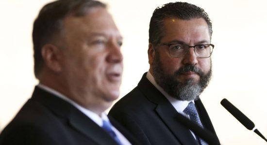 O chanceler brasileiro, Ernesto Araújo, e o secretário de Estado dos Estados Unidos, Mike Pompeo