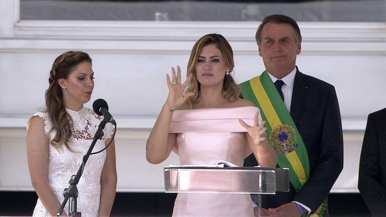 Michelle Bolsonaro faz discurso de agradecimento em libras
