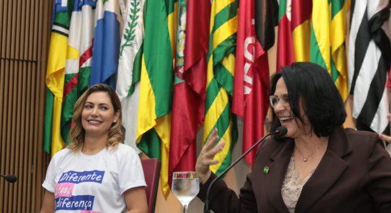 Fórum reúne Rosângela Moro, Michelle Bolsonaro e Damares