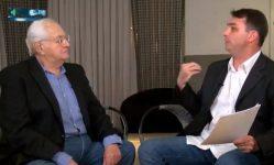 Boris Casoy durante entrevista com o senador Flávio Bolsonaro