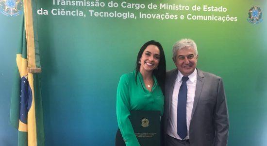 Izabella Camargo e ministro Marcos Pontes
