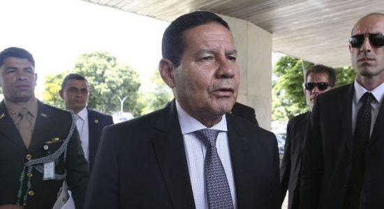 Presidente em exercício, general, Hamilton Mourão