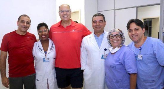 Witzel com equipe do Hospital Universitário Pedro Ernesto