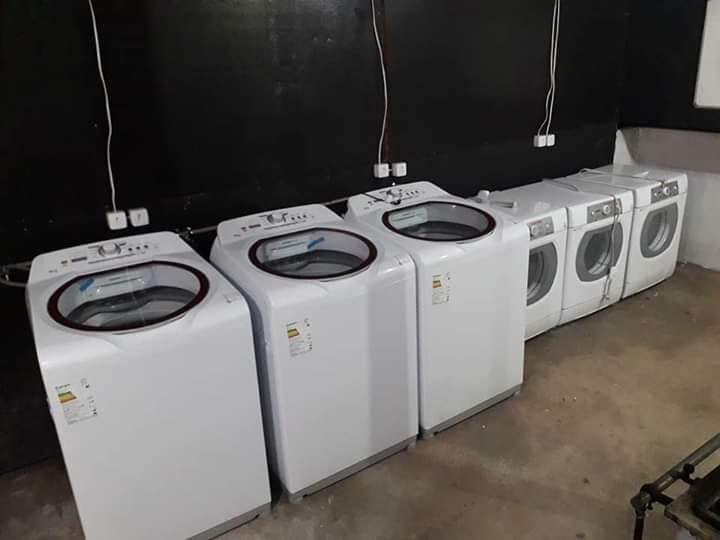 Igreja monta lavanderia para ajudar bombeiros