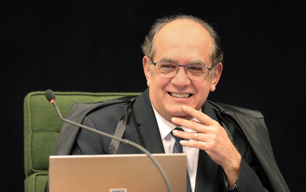 Ministro Gilmar Mendes, do STF feliz rindo sorrindo