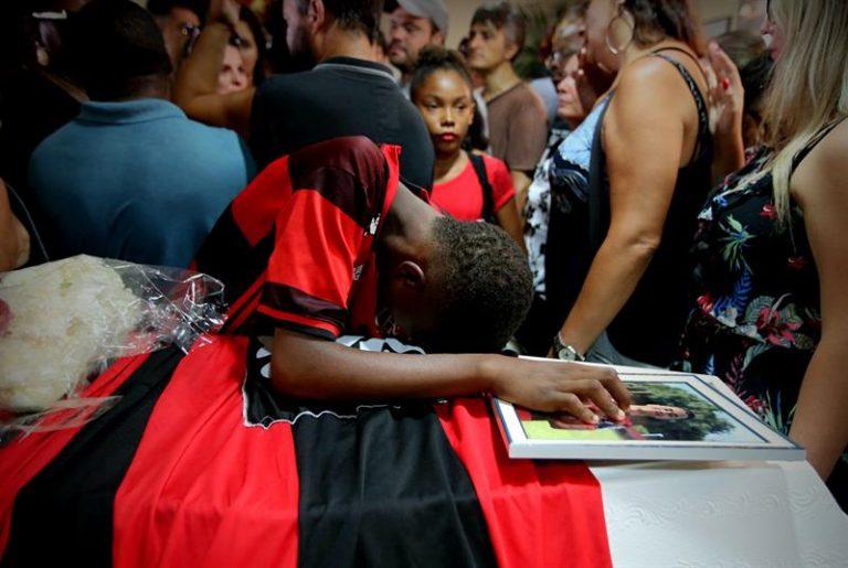 Arthur Vinícius de Barros é sepultado no dia do seu aniversário de 15 anos