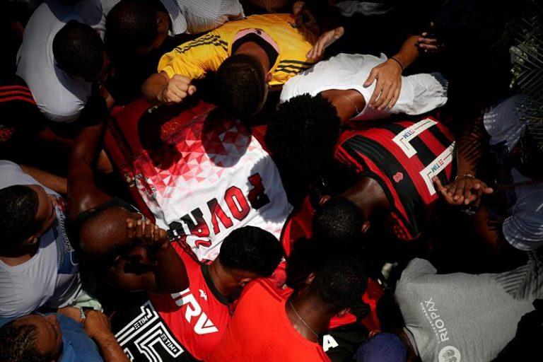 Goleiro que era promessa do Flamengo é enterrado