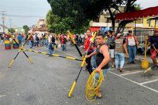 Venezuelanos protestam contra fechamento de fronteiras