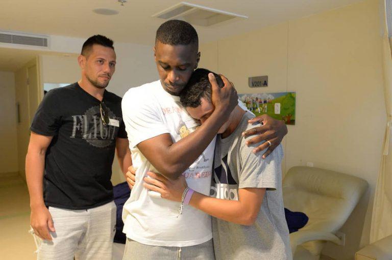 Jogadores do Flamengo visitaram jovens no hospital