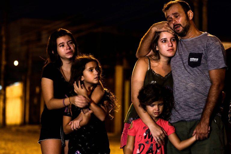 População fez vigília pelas vítimas do massacre