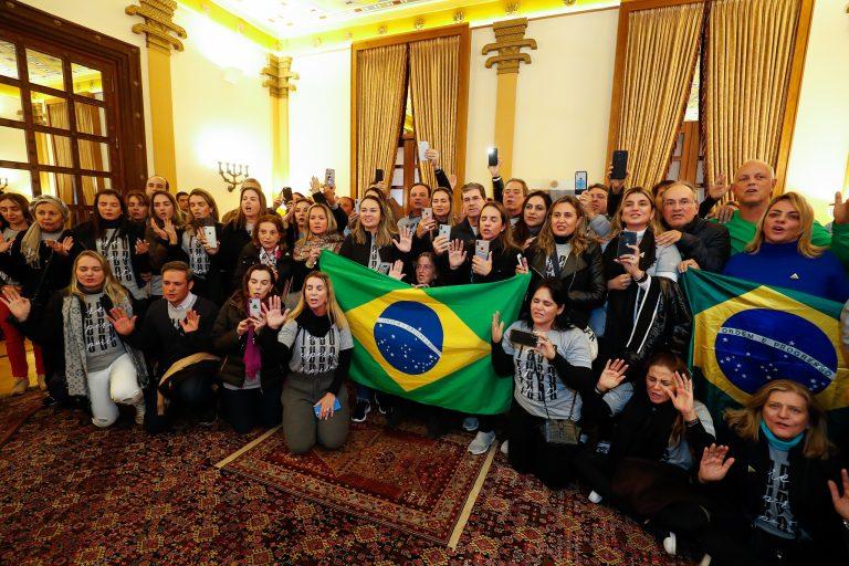 Jair Bolsonaro e comitiva foram recebidos por brasileiros católicos em Jerusalém