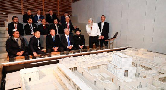 Jair Bolsonaro visita projeto de construção