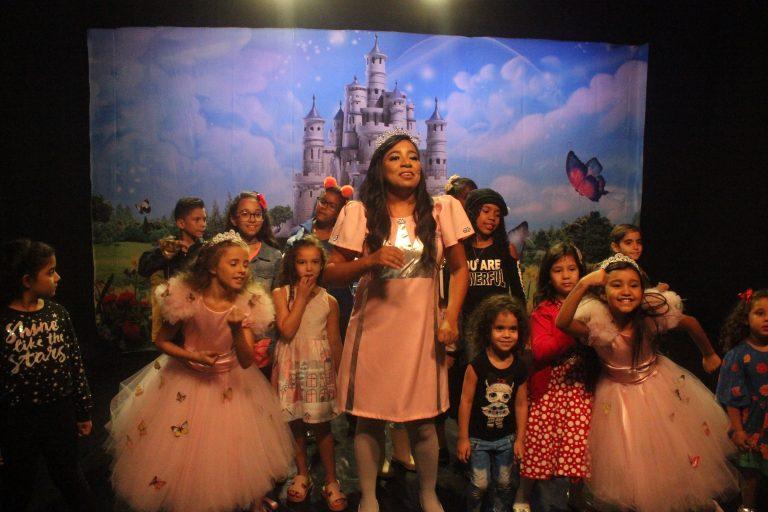 Vaneyse na gravação do clipe de Reino Sem Fim