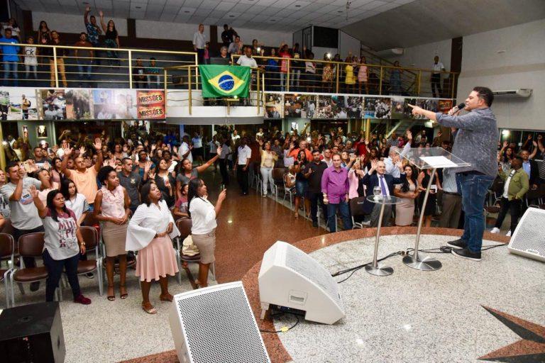 Culto da rádio 93 FM aconteceu no Ministério Jeová Rafá, em Belford Roxo