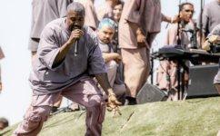 Kanye West promove culto no festival de música Coachella