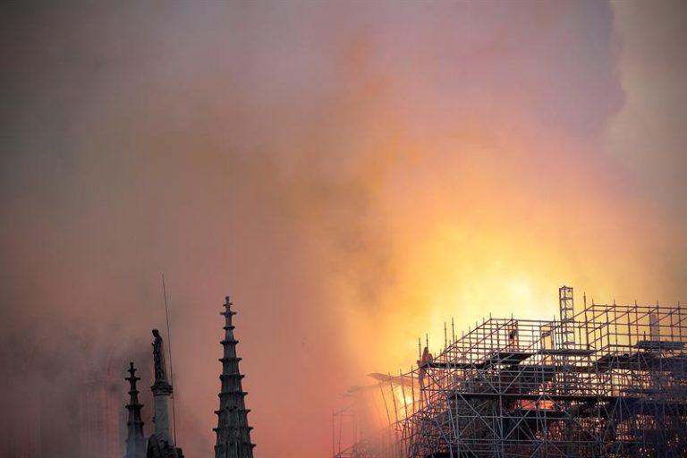 Incêndio atingiu a Catedral de Notre Dame, em Paris