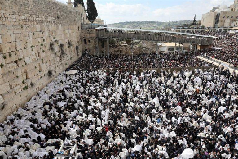 Judeus e cristãos celebram a Páscoa em Jerusalém