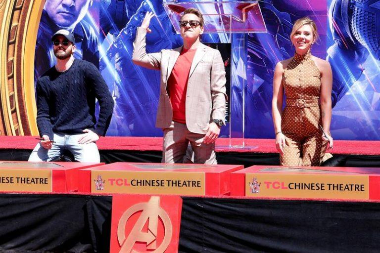 Elenco original de Vingadores deixa marca no Hall da Fama