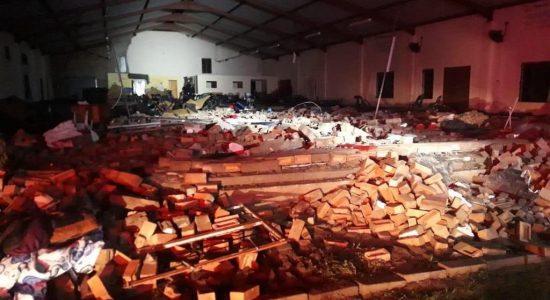 Muro de igreja pentecostal desabou