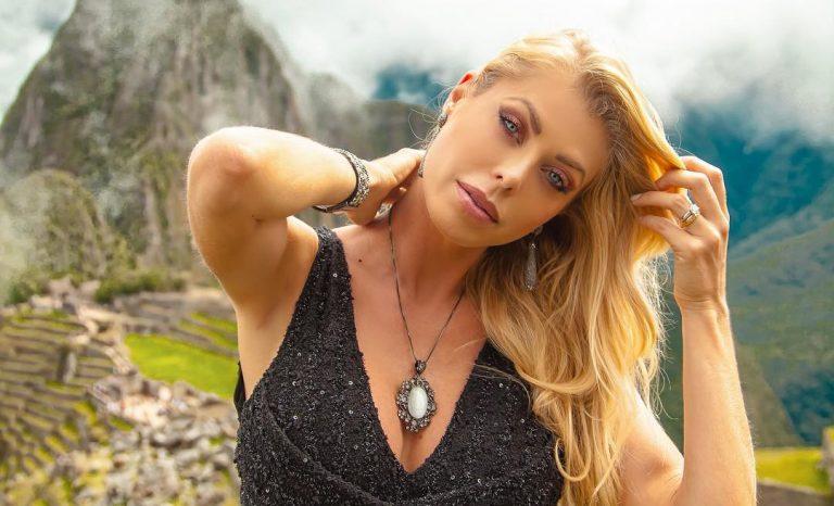 Modelo e atriz Caroline Bittencourt caiu no mar após barco ser atingido por vendaval