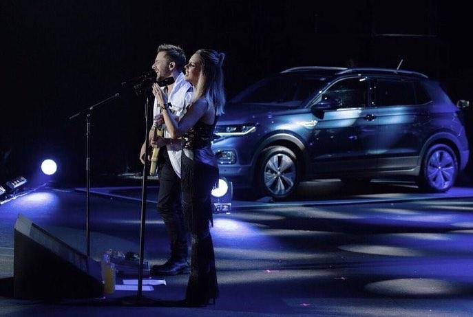 Sandy&Junior em apresentação pela turnê Nossa História